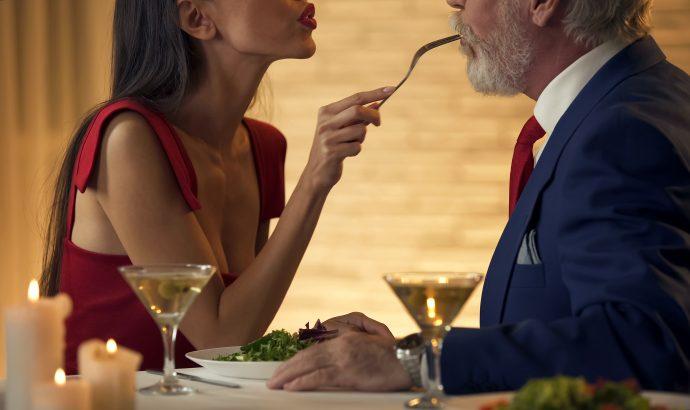 Salir a cenar con una escort en Barcelona ahora es posible. Ofrecemos el servicio de cenas